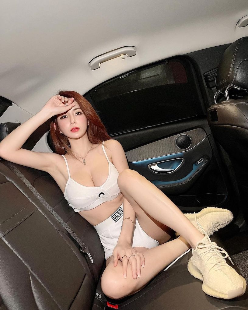 美女网红珊珊胸前性感V领设计让人目光无法移开 宅猫猫 热图3