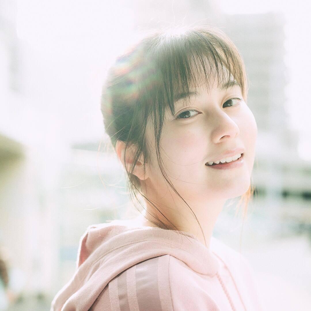 微胖肉肉女星「大久保樱子」,灿烂笑容像个孩子般单纯可爱-新图包