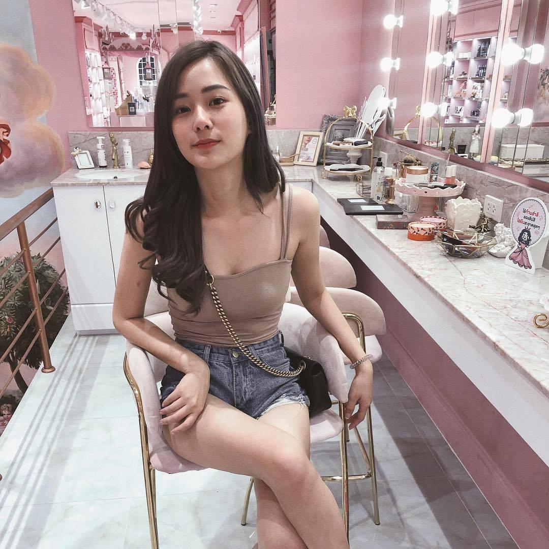 泰国邻家美少女「Nichakarn Methmutha」,笑容甜美还有大美腿!
