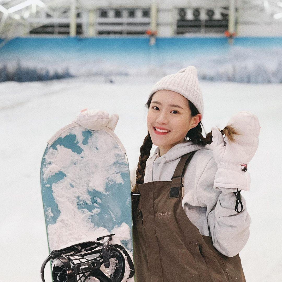 正妹滑雪教练Vivi甜美笑容让人恋爱身材太好太犯规 养眼图片 第2张