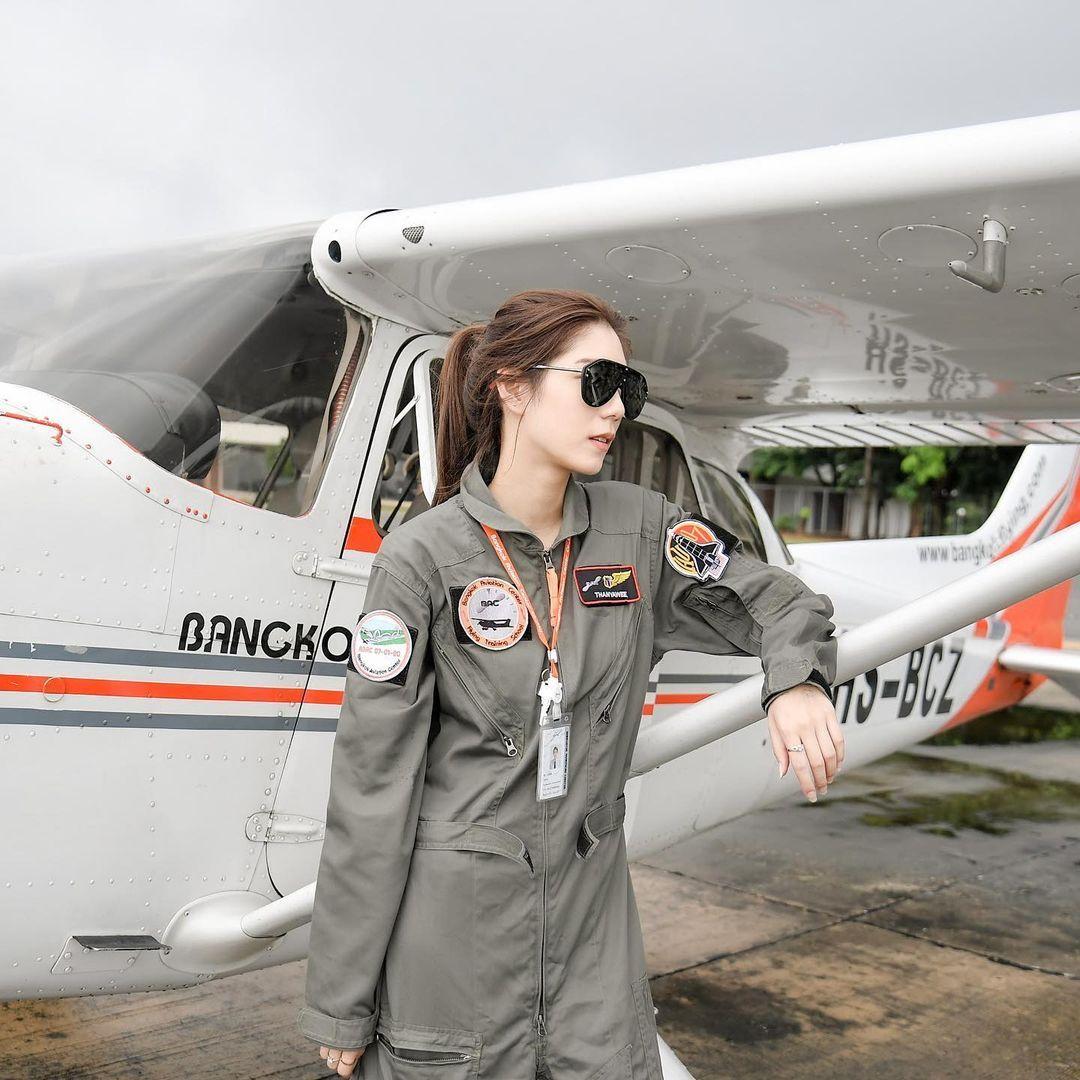 超甜机长Tanya美貌称霸航空界,网友:想跟她一起飞-新图包