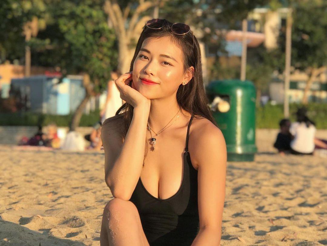 身形健康又美丽的瑜伽老师newayyee竟是香港空姐