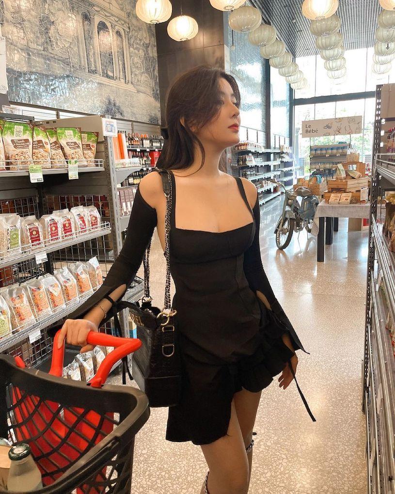 人气甜心Chin超市shoping,超凶黑色洋装让客人都晕了!-新图包