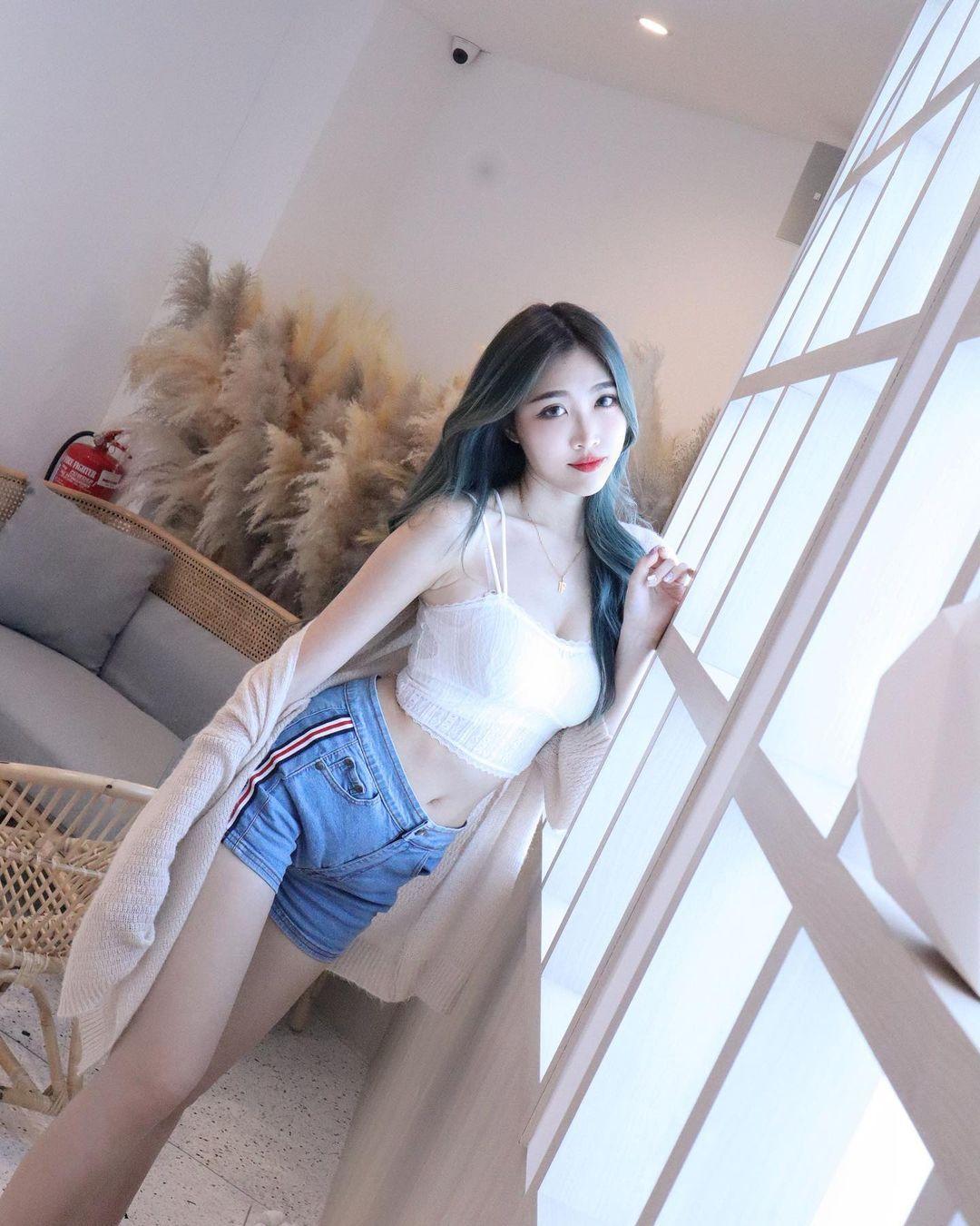 [正妹]清凉一下马来西亚网红[Fedora粉朵拉]轻薄衣物露出白皙肌肤 养眼图片 第4张