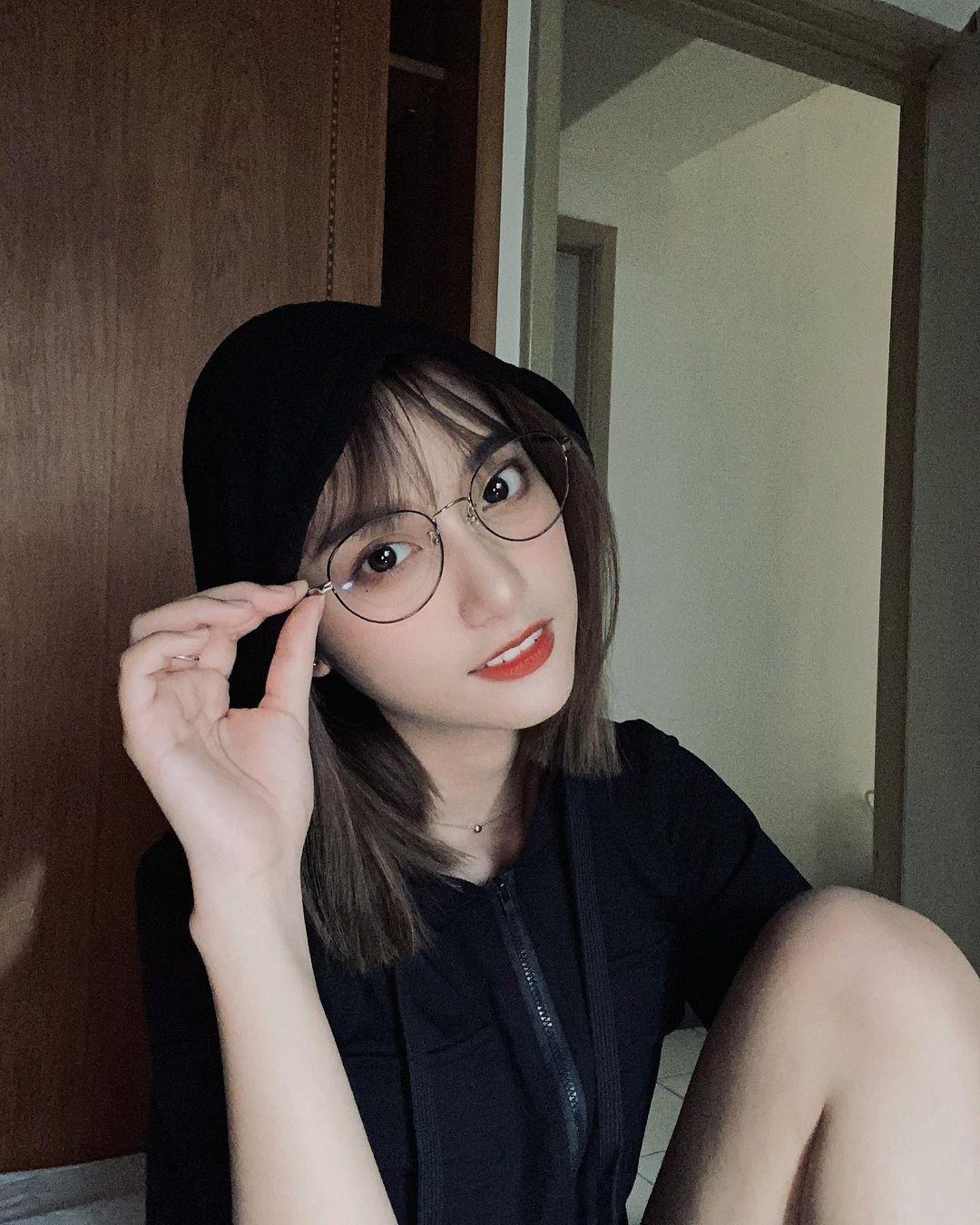 高雄小港高中18岁清纯学生妹,短发俏丽笑容甜美,个人IG好几万人追踪 养眼图片 第2张