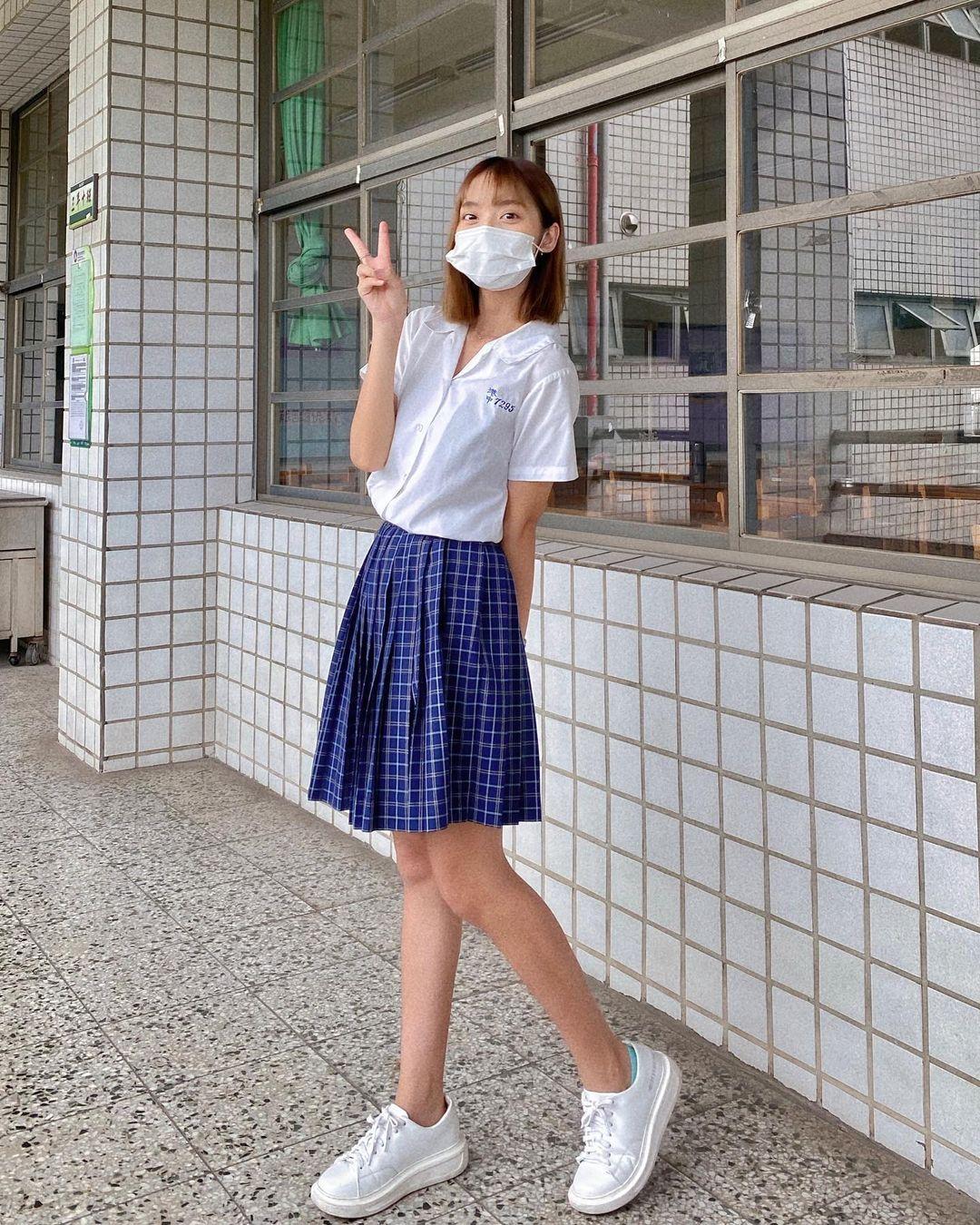 高雄小港高中18岁清纯学生妹,短发俏丽笑容甜美,个人IG好几万人追踪 养眼图片 第6张
