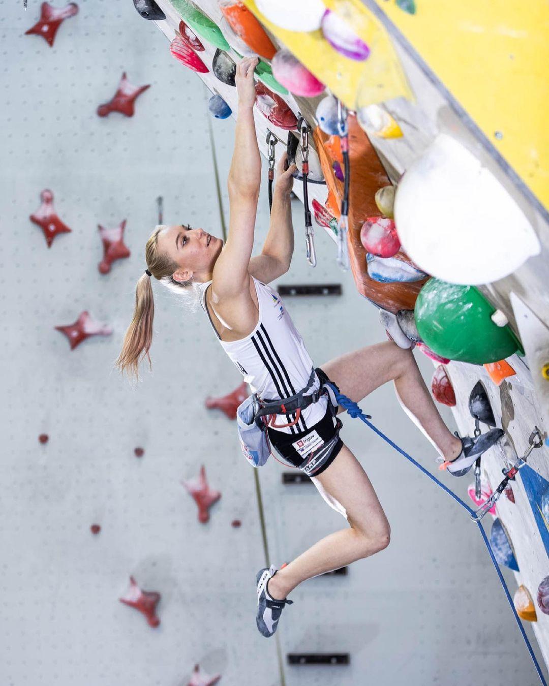 [东奥正妹] 攀岩正妹选手甜美笑容下轻功了得 飞檐走壁身手矫健 养眼图片 第6张