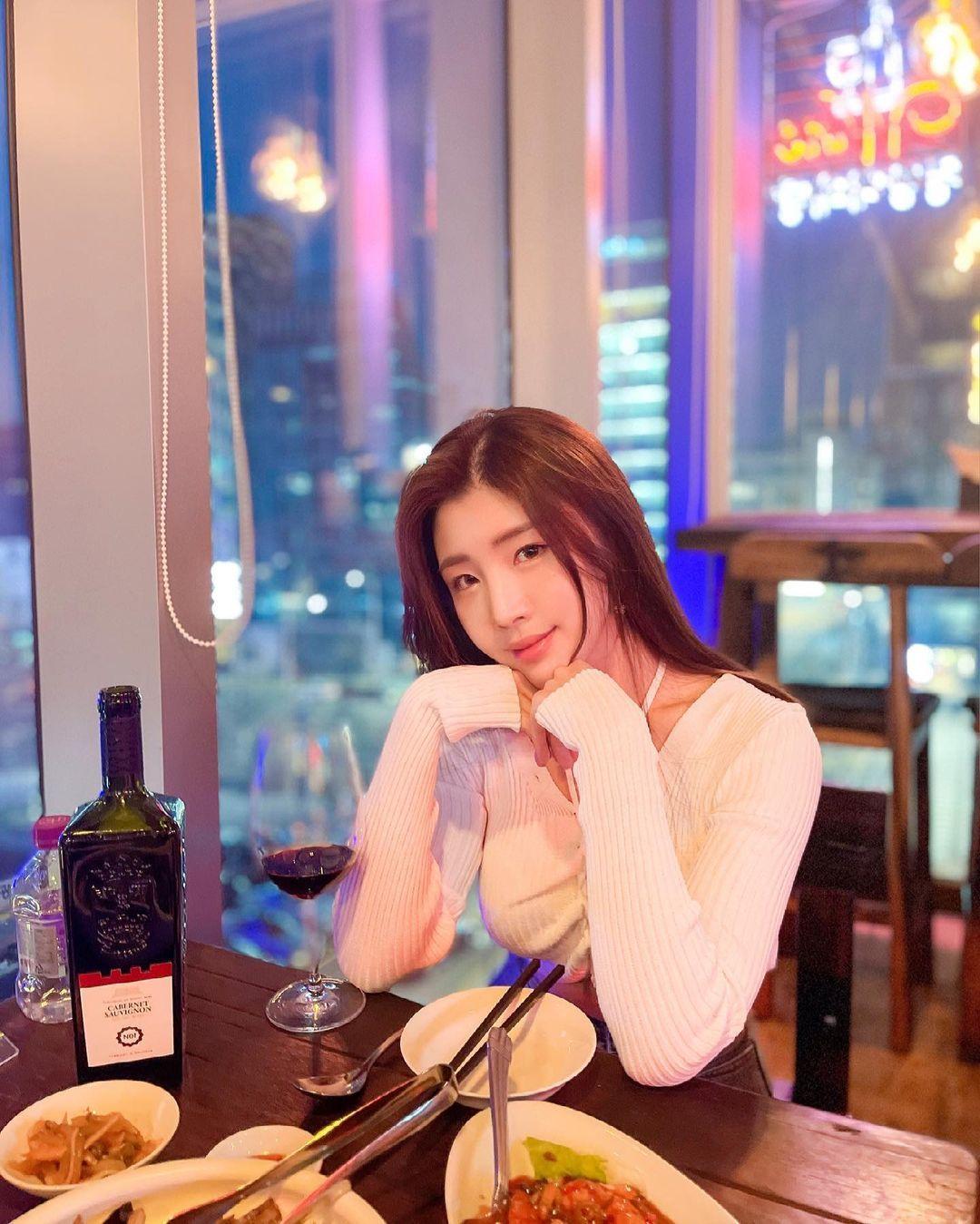 清凉穿着自己卖 [韩国泳衣阙娘Yebin]亲自试穿性感度满点 养眼图片 第11张