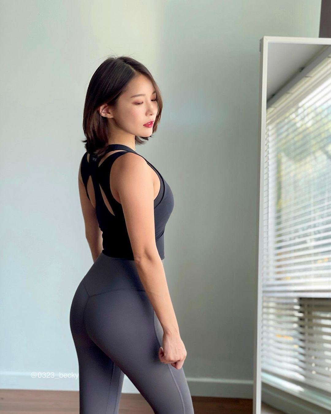 韩国高尔夫正妹Becky 狂吸 33 万粉丝好身材更让人心动 养眼图片 第9张