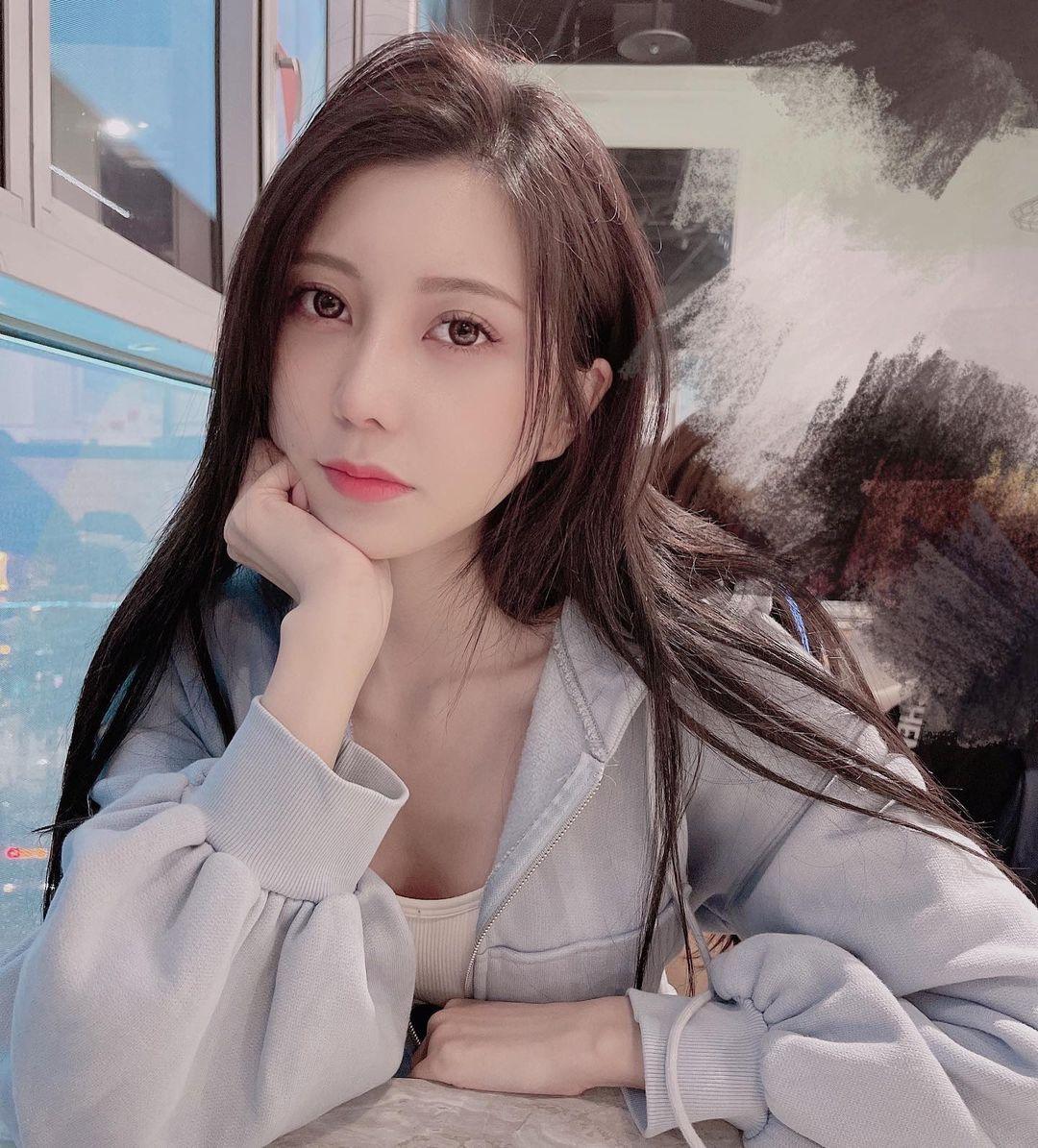 台北街头的「玉兰花美女」打扮火辣超养眼,网友热情表示:买到你提早下班. 养眼图片 第4张