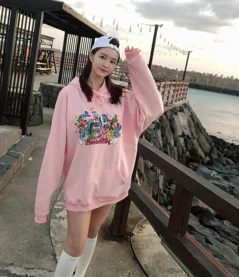 韩国美女主播「尹浩延」爱打高尔夫.球衣衬托超吸睛 养眼图片 第15张