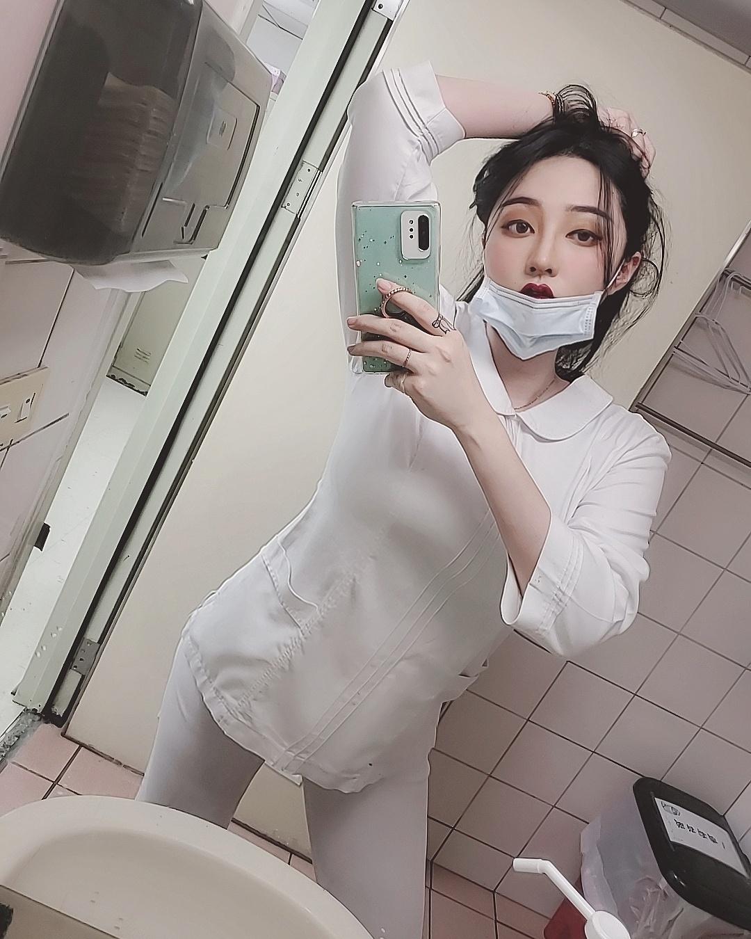 正妹护理师黄静把杰尼龟穿上身_小心我喷水喔粉丝直呼 养眼图片 第2张