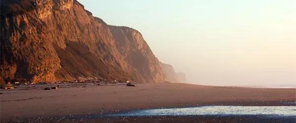 萌妹子全裸海滩的图片 第13张