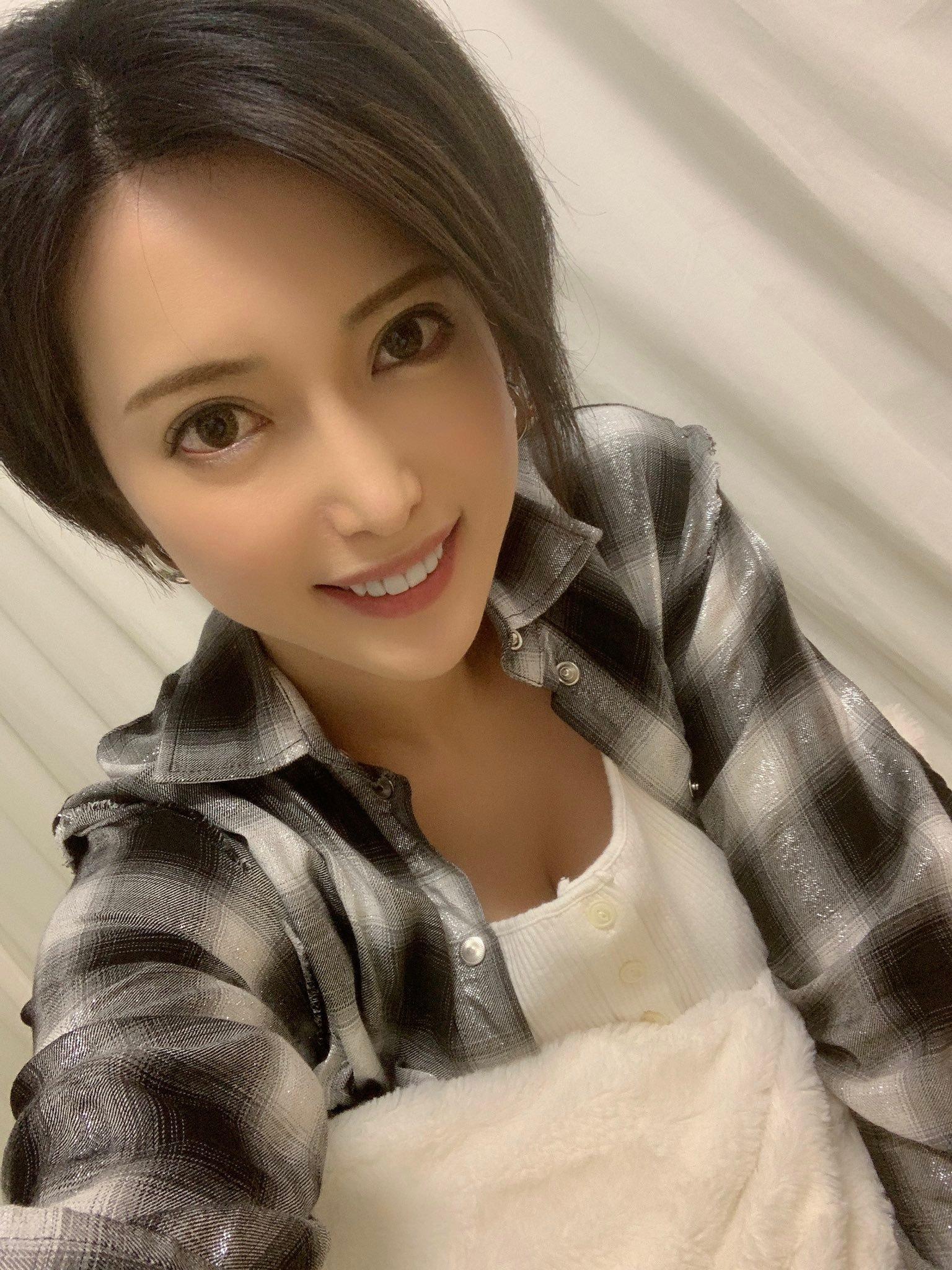 我喜欢的短发老师 君岛美绪(君島みお)