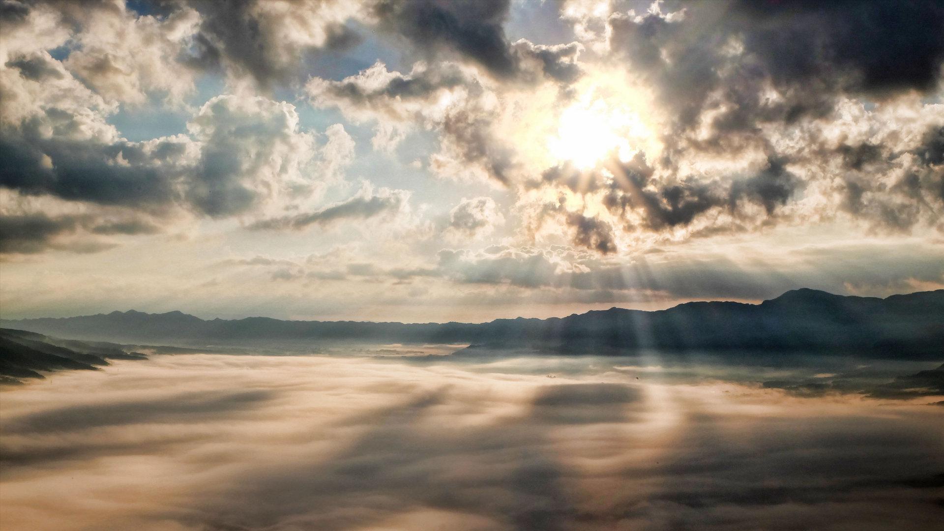 天空透过云彩的光线4K高清图片素材
