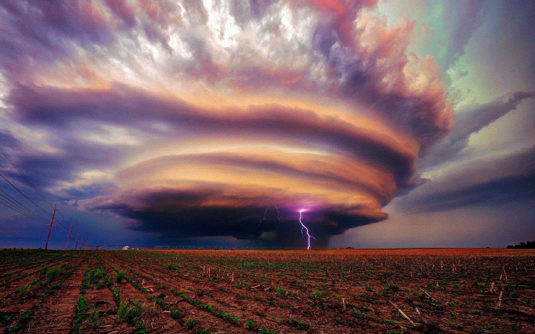 恐怖的飓风狂风4K高清图片素材