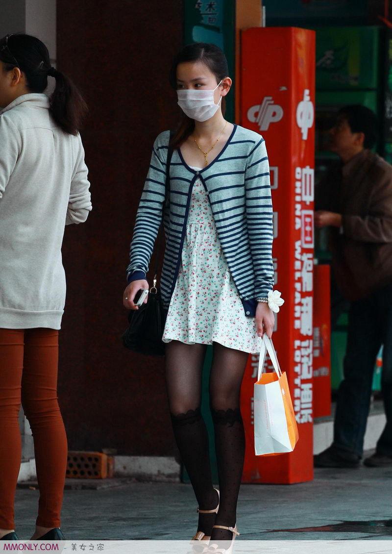 黑丝短裙美女街头迷人写真