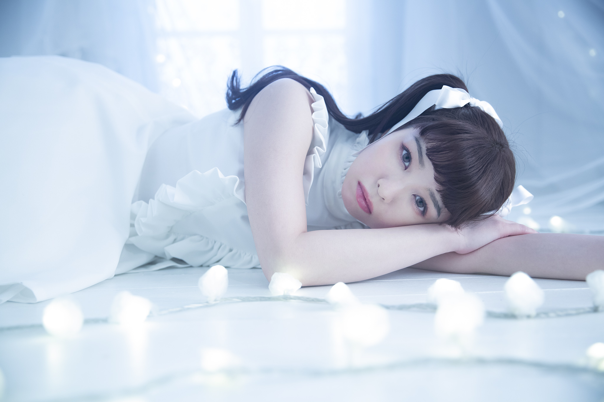 日本美少女歌手「春奈露娜」首本相册集《春奈るな1stフォトブック LUNA》发售,洛丽塔裙子仿若童话中人