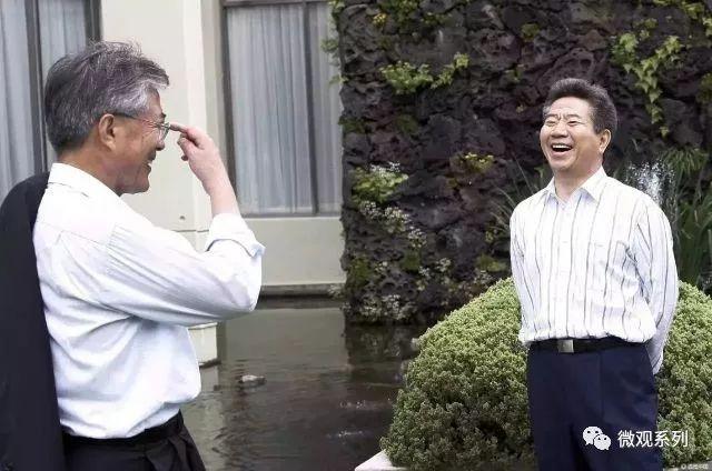 以前见过个文在寅卢武铉的帖子,有照片两人相视而笑