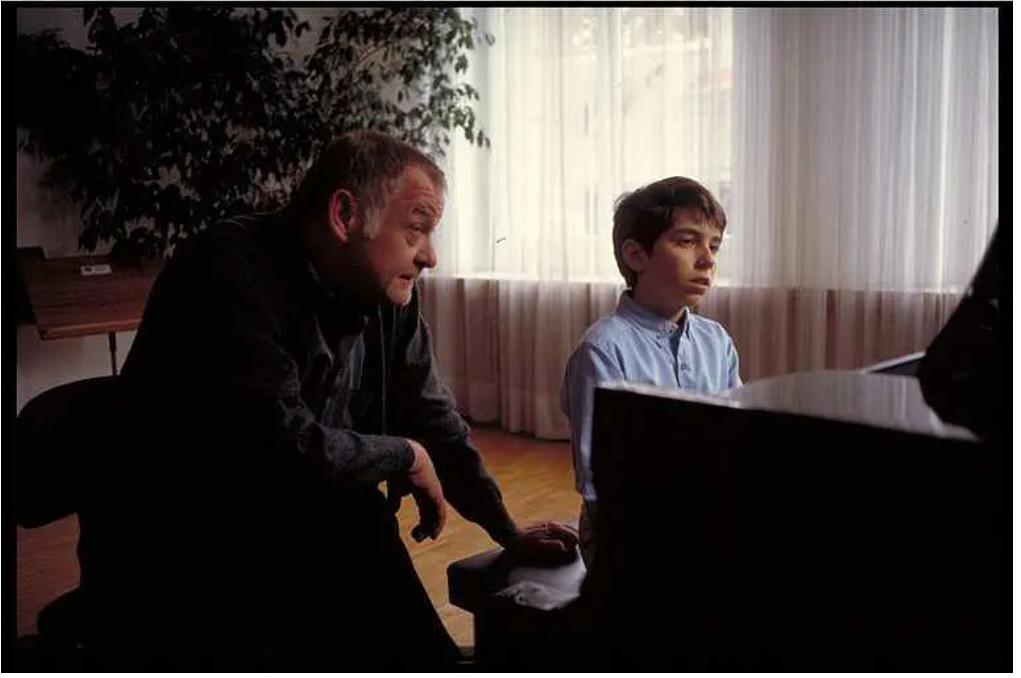 电影《想飞的钢琴少年》天才儿童追逐梦想的故事 (3)
