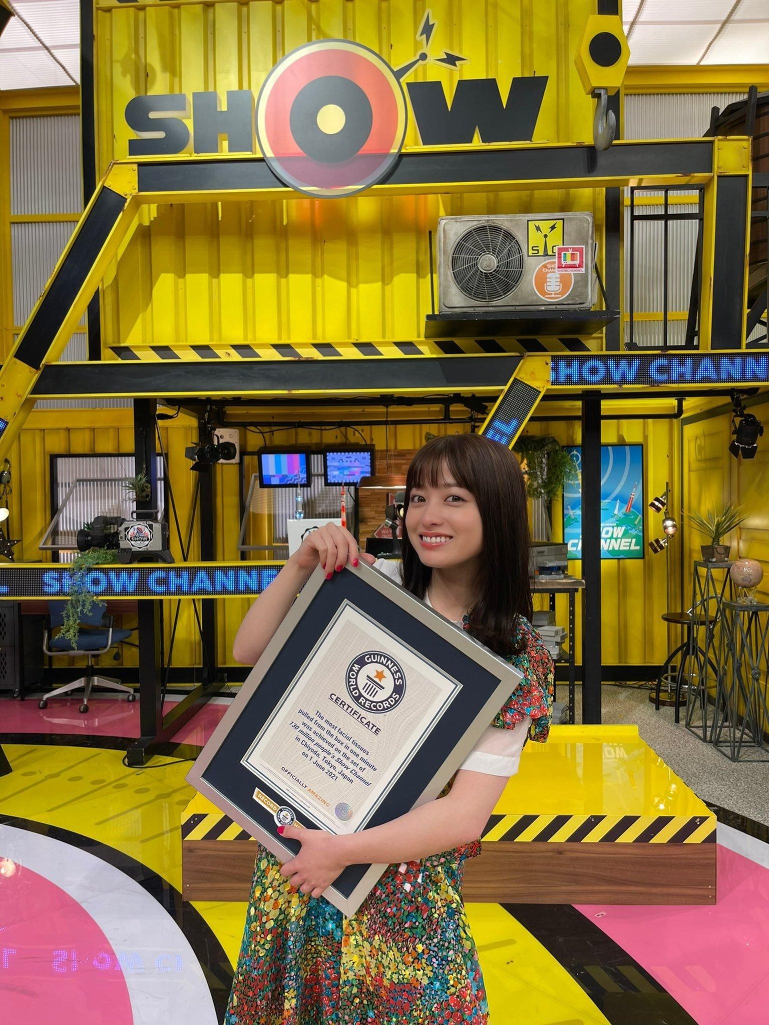 桥本环奈突破吉尼斯世界纪录成为抽纸手速最快的可爱天使 (9)