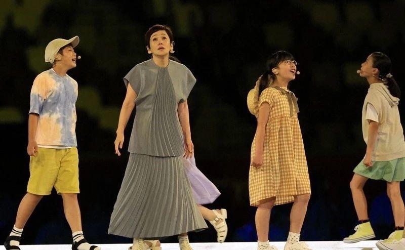 日本国宝级艺人大竹忍传奇一身不仅体现遵从内心去生活的决心还可窥见女性身上的韧劲 (9)