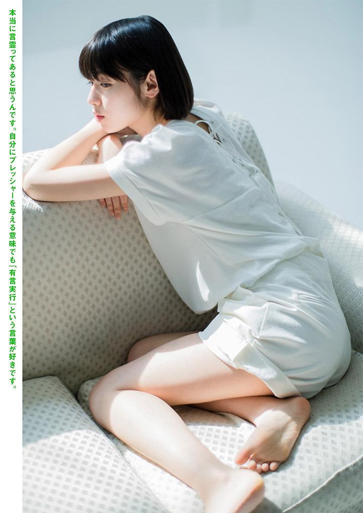 甜美怡人疗愈气息十足的纯爱系演员白石圣用自己强大的空灵气场来拍摄写真作品 (48)