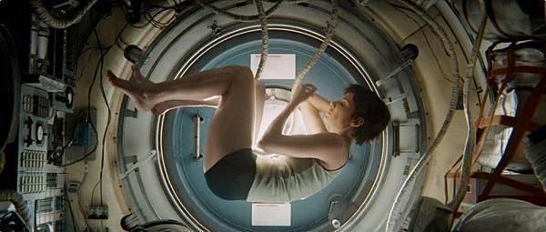 电影《地心引力》寂静的宇宙是内心的绝对灾难 (3)