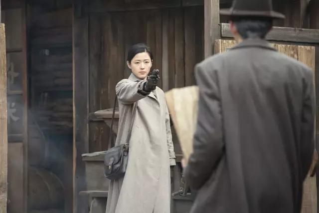 韩国动作电影《暗杀》一睹忠于人性的神枪杀手风采 (1)