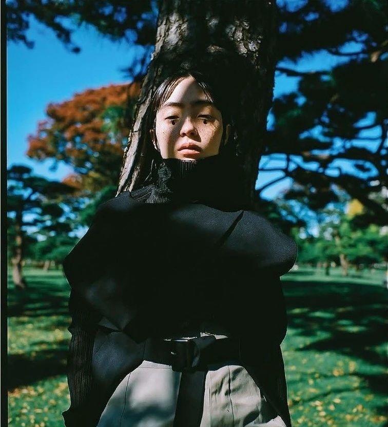 满脸雀斑却依旧很美的混血模特世理奈写真作品 (33)
