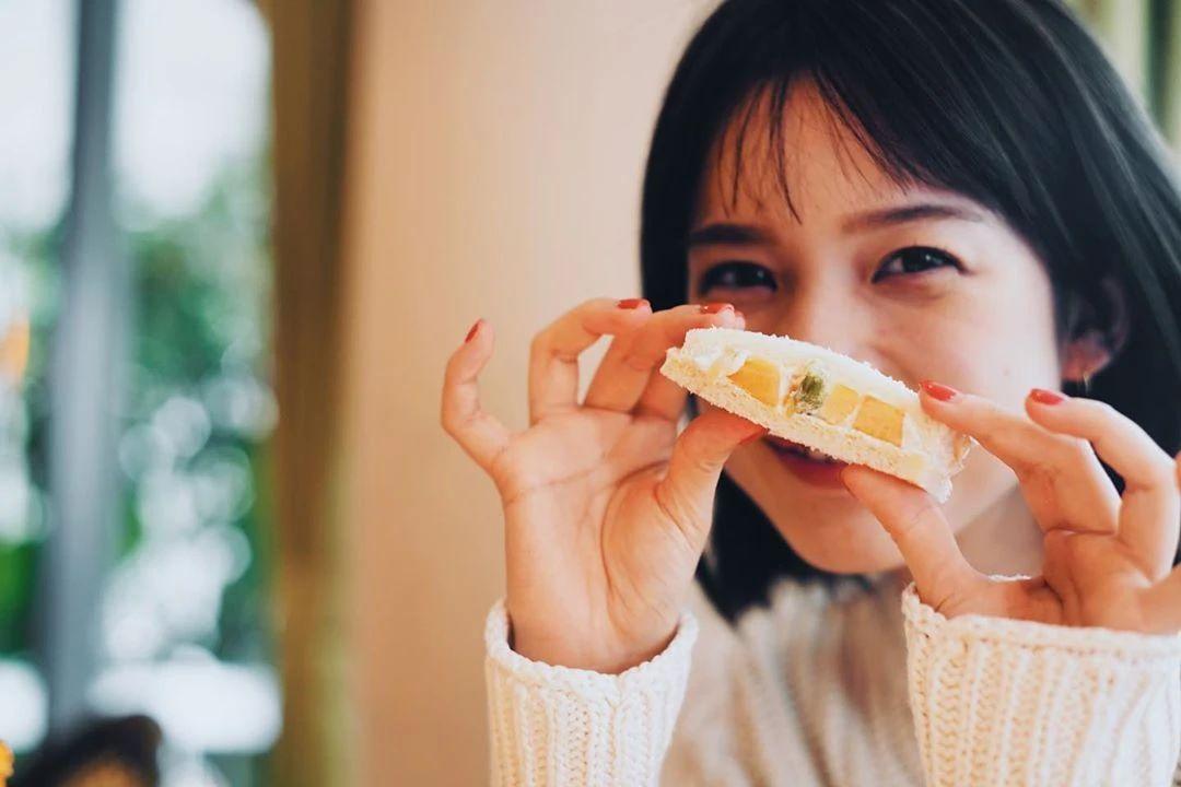 永远一张娃娃脸的棉花糖女孩弘中绫香写真作品 (13)