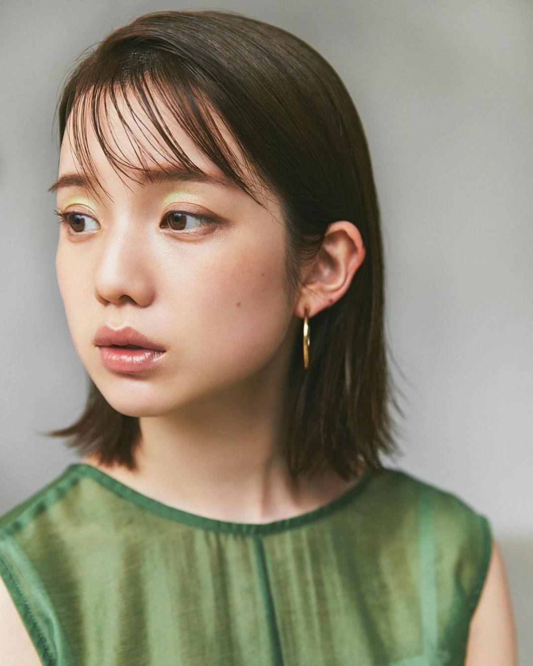 永远一张娃娃脸的棉花糖女孩弘中绫香写真作品 (40)