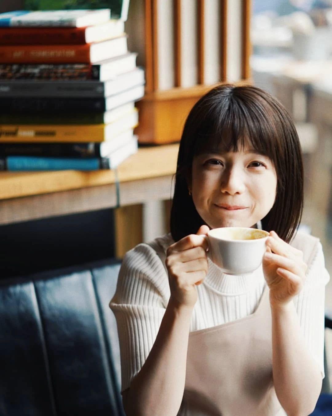 永远一张娃娃脸的棉花糖女孩弘中绫香写真作品 (93)