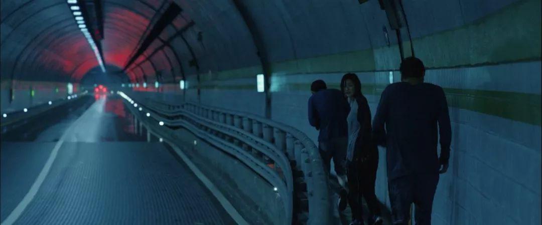 韩国电影《寄生虫》谎言说多了便会迷失自己,且会因此而失去原本就岌岌可危的尊严 (10)