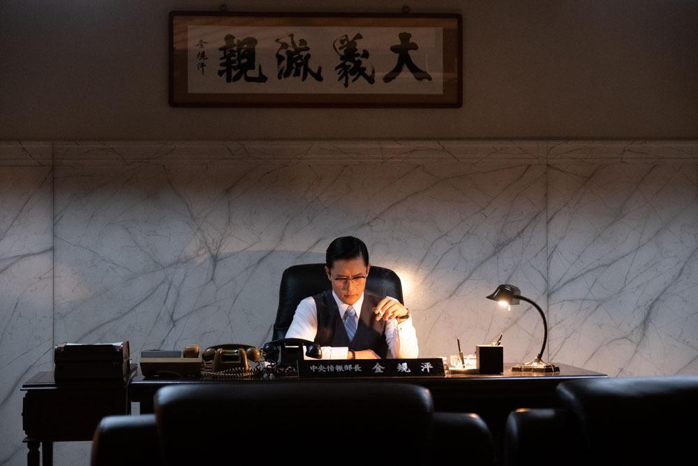 韩国政治悬疑电影《南山的部长们》揭露出的政治丑闻和黑暗的历史 (1)