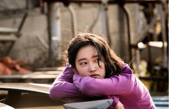 韩国悬疑电影《燃烧》穷人就如同落入井中的人一样仰望天空又无法逃脱 (2)