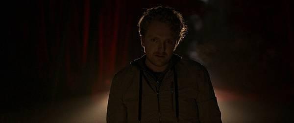 电影《阴森》一部把人逼入绝境结尾又大反转的恐怖片 (1)