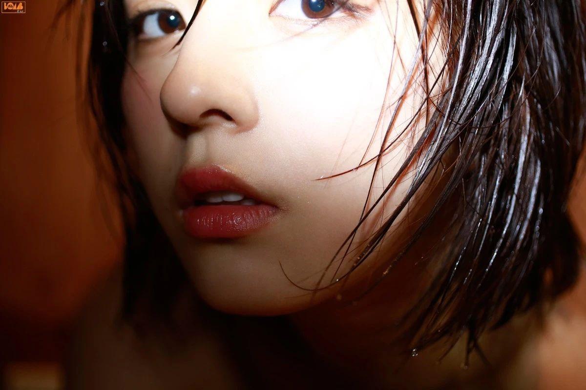 又欲又纯的封面女王柳百合菜写真作品 (40)