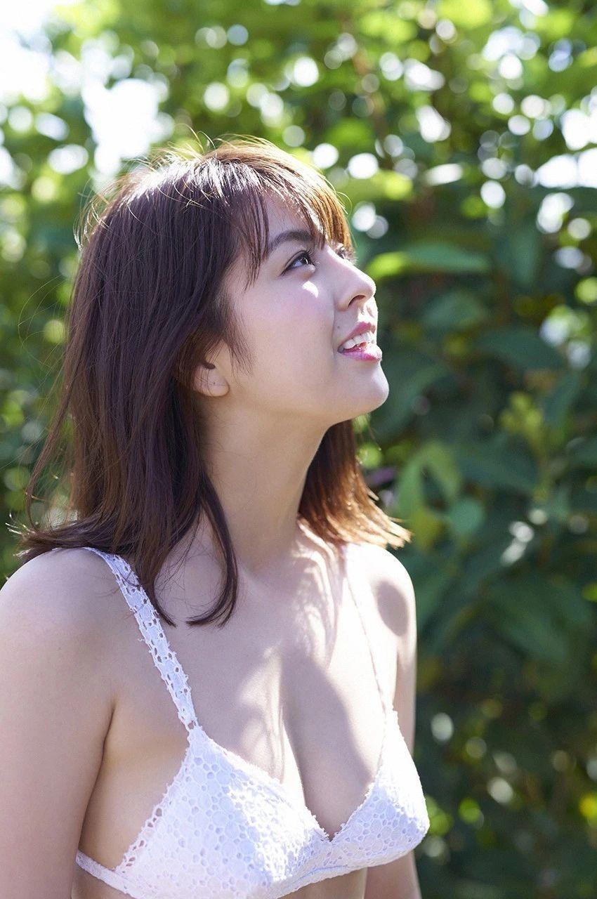 又欲又纯的封面女王柳百合菜写真作品 (30)
