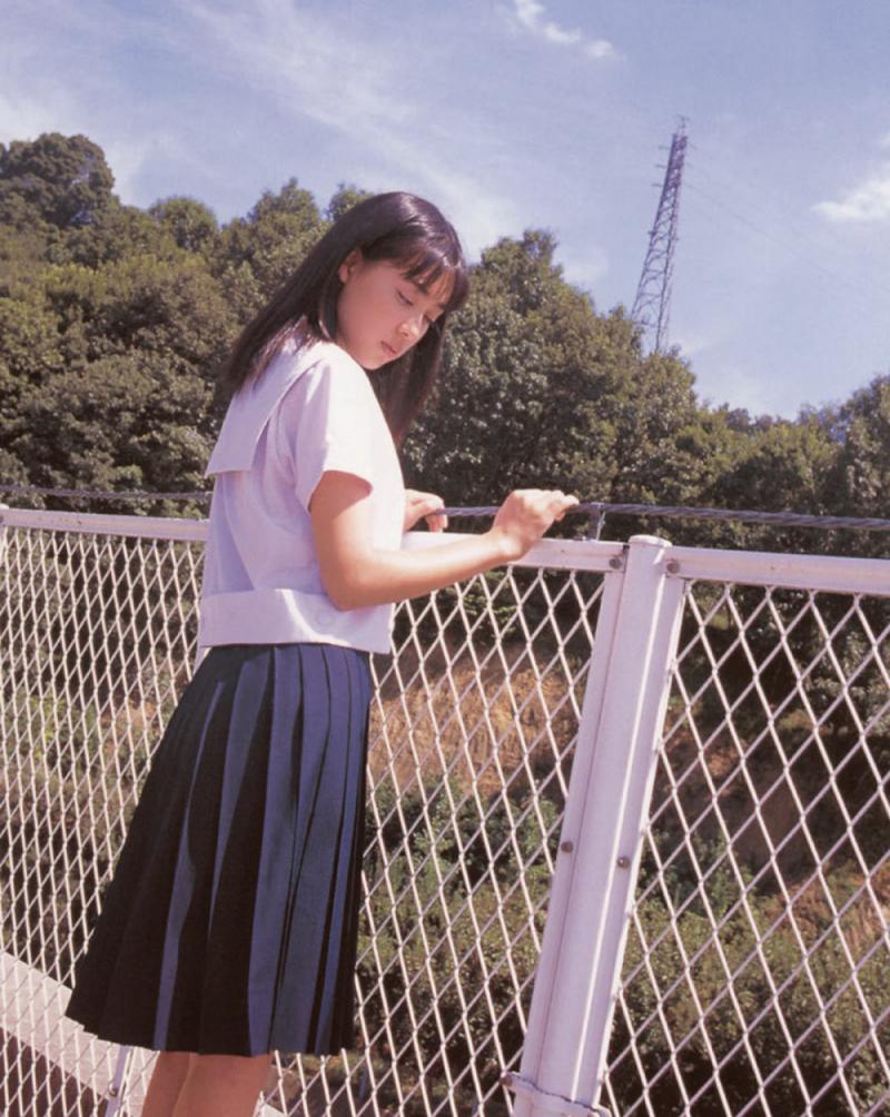 被锁在保险柜里的日本艺人吹石一惠的写真作品 (43)