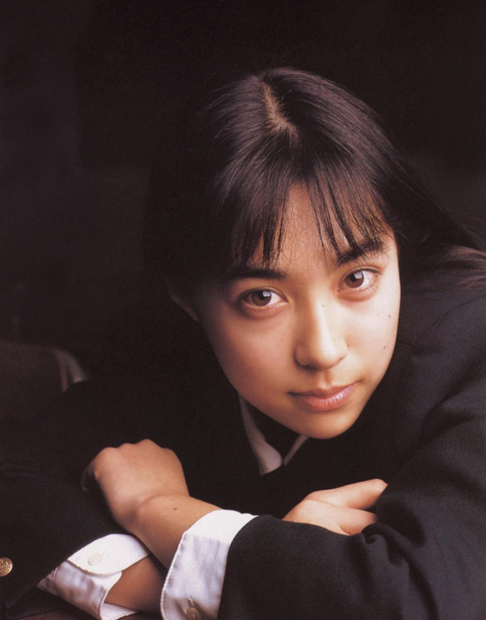 被锁在保险柜里的日本艺人吹石一惠的写真作品 (47)