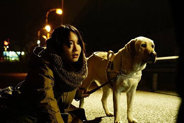 日本犯罪电影《看不见的目击者》矛盾让角色产生挣扎陷入困境 (2)