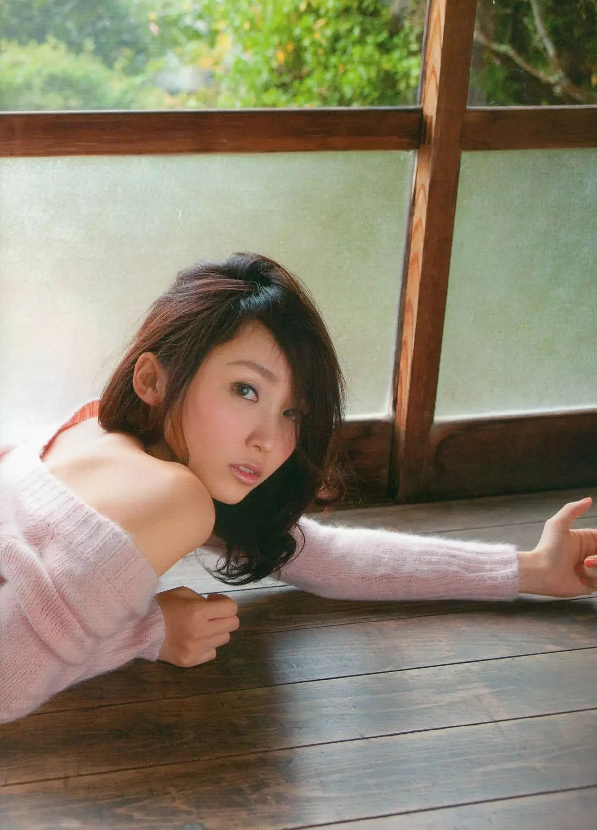 着装性感春光无限的吉木梨纱写真作品 (26)