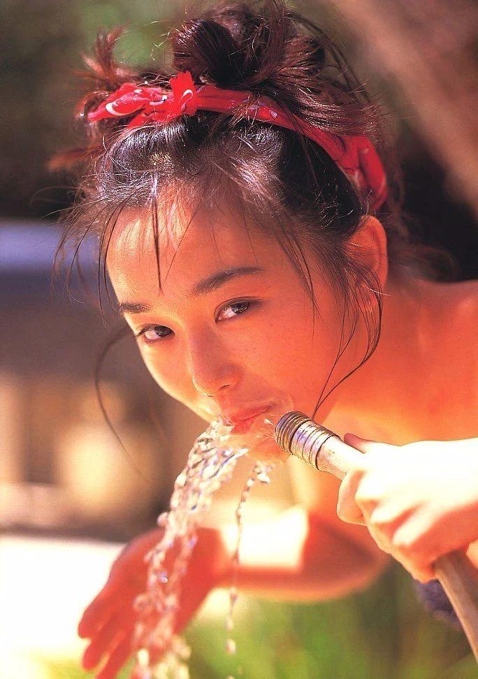 最禁欲魔性之女叶月里绪菜写真作品 (60)