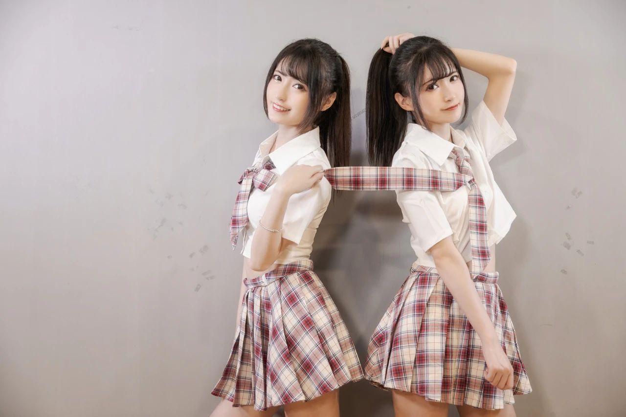 B站UP主果哝双子让你们享受双倍的美好双倍的快乐 (1)