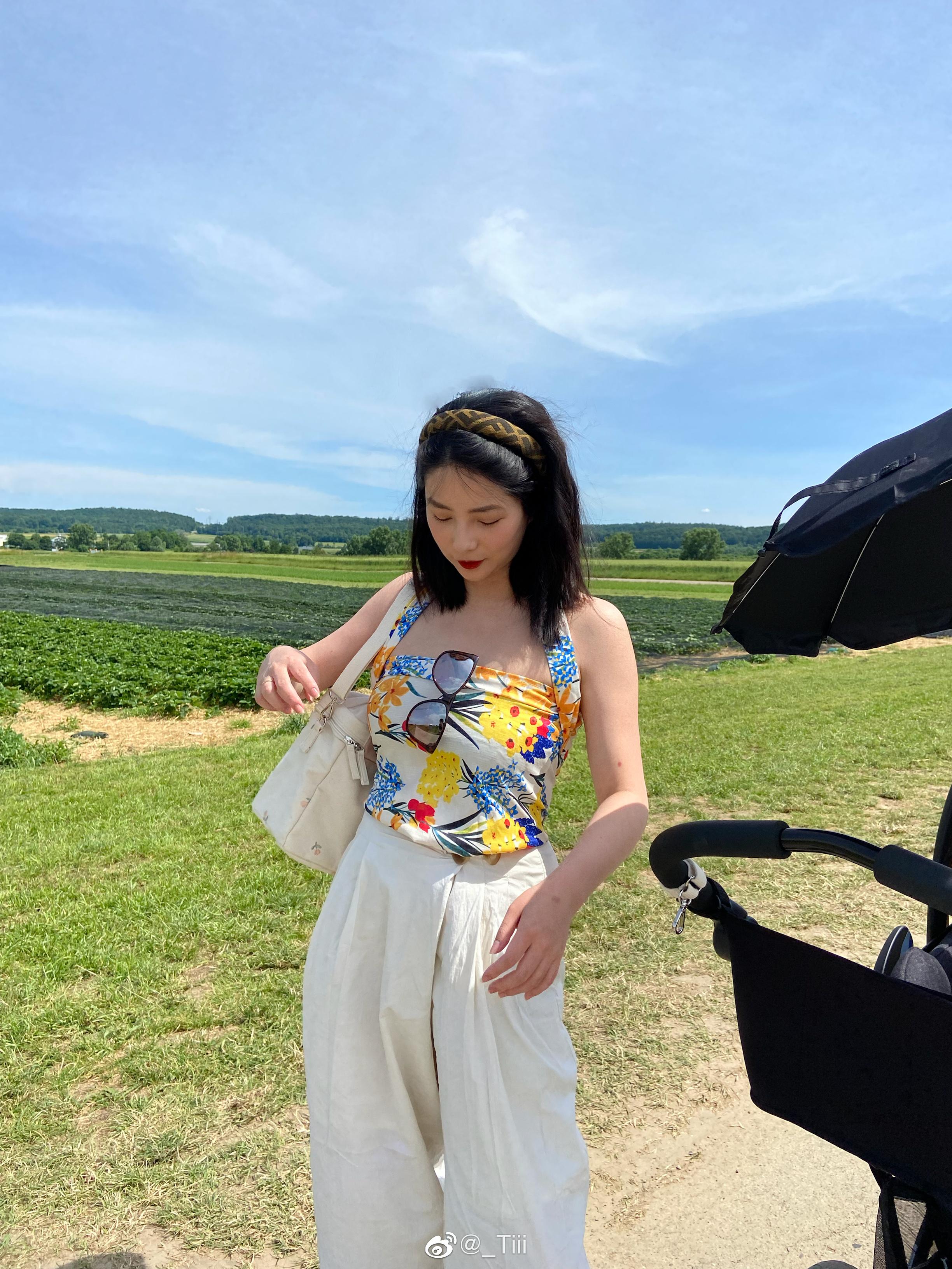 公主日记带小小球去摘草莓的周末美女