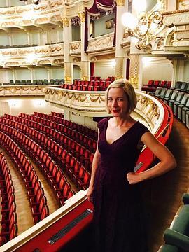 露西·沃斯利之歌剧之夜第一季