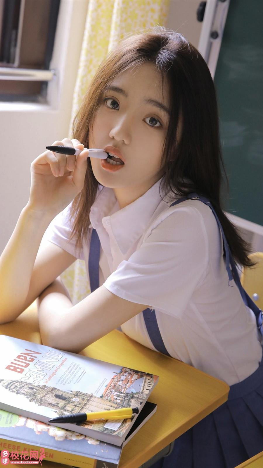 托克托县永圣域乡中学美女校花冯燕桃写真照片
