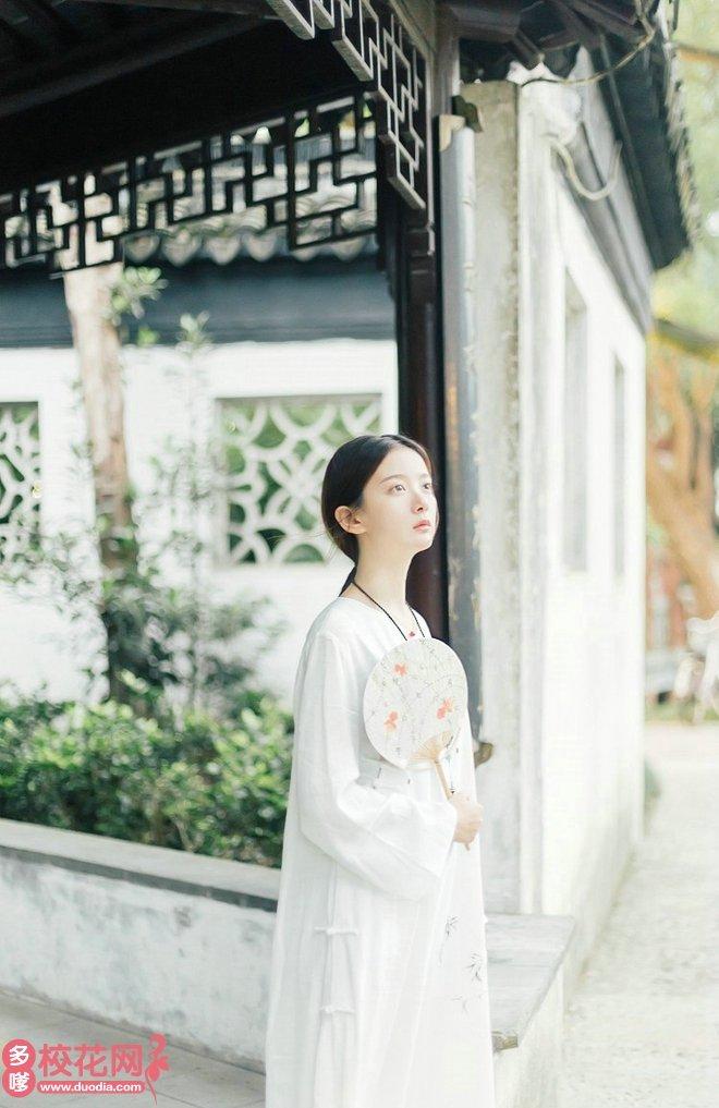 湖北民族大学科技学院美女校花高素萍私房摄影
