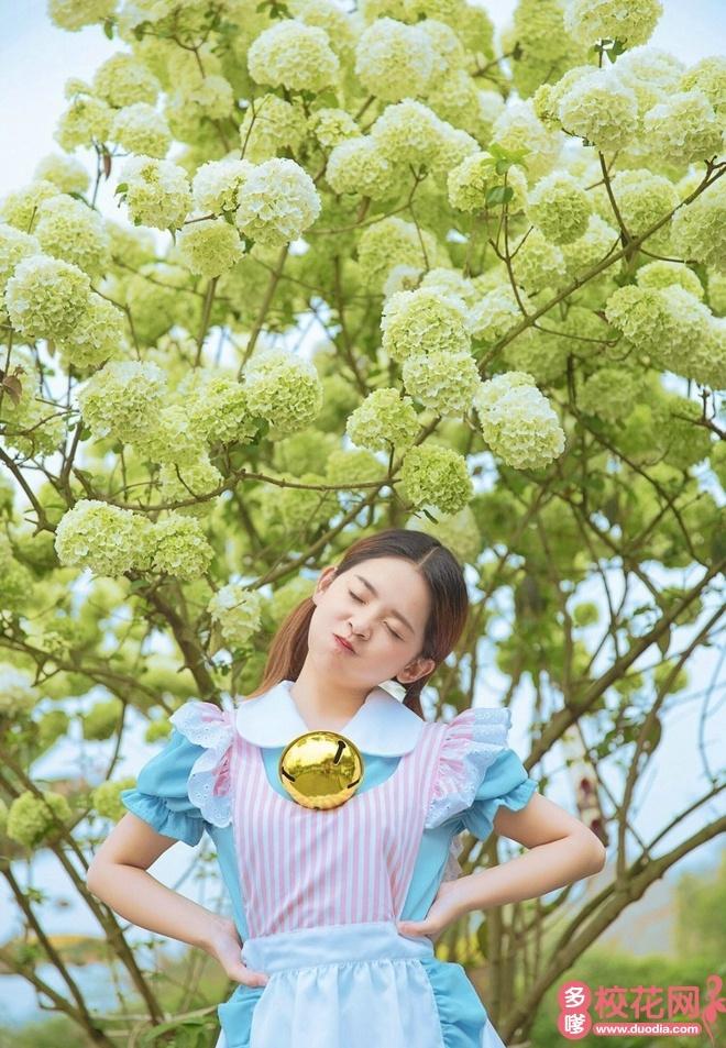 青岛工学院2018级校花唐培